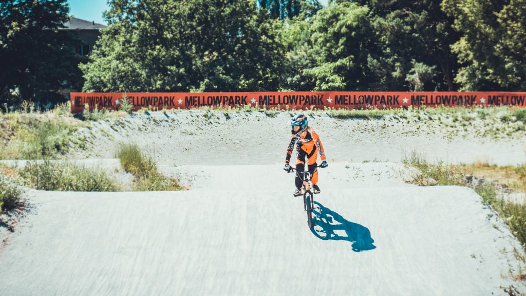 mellowpark_bmx_huegel_helm_orange